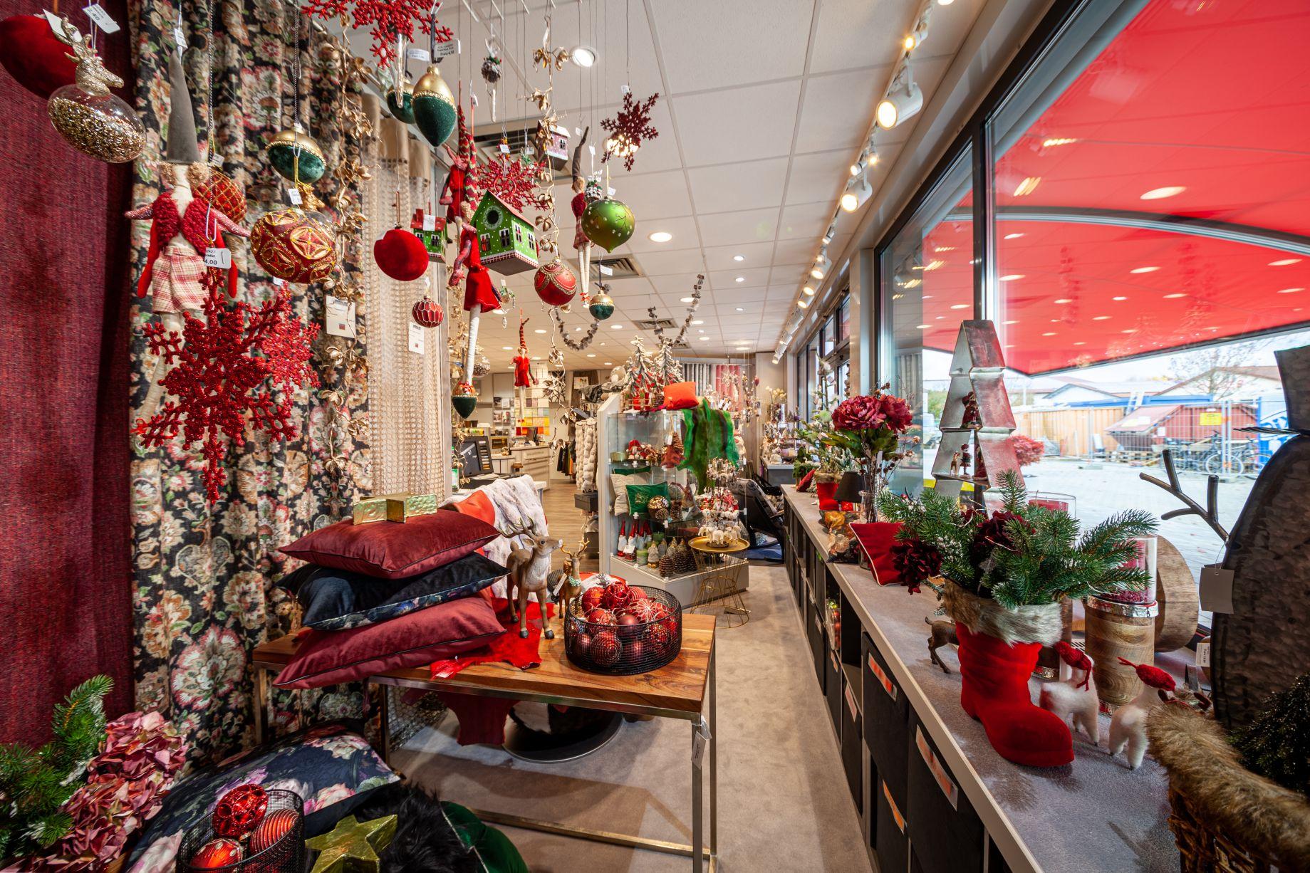 Weihnachtsdeko Schaufenster bei Ege Raum & Design Mühldorf